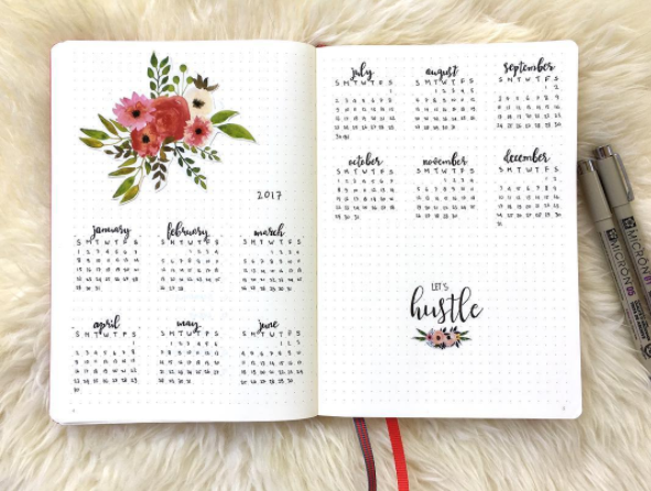 Calendario mensual con caligrafía creativa