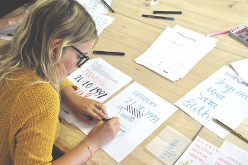 Tallere de iniciación al lettering en El Búho de Cloe