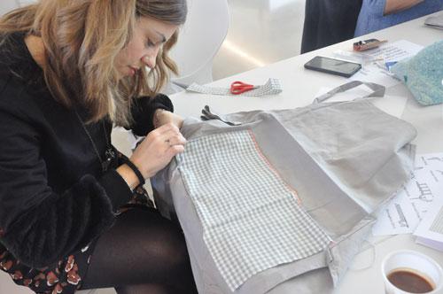 Taller solidario de customización de delantales