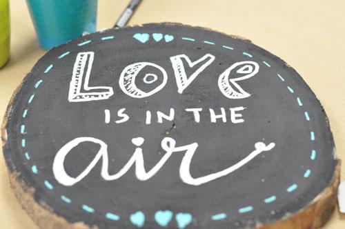 lettering para bodas sobre madera
